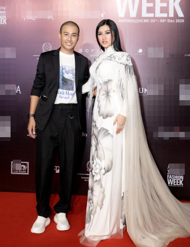 Hoa hậu Emily Hồng Nhung duyên dáng với áo dài đính đá - 1