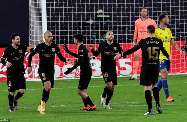 Barcelona thua sốc ngay trên sân của Cadiz - 2