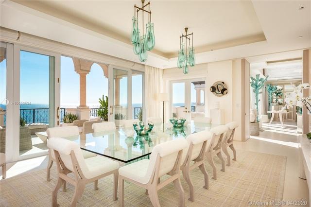 Căn penthouse xa hoa ngắm trọn view biển giá 20 triệu USD của tỷ phú Canada - 9