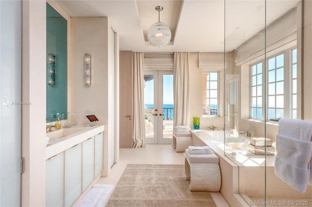 Căn penthouse xa hoa ngắm trọn view biển giá 20 triệu USD của tỷ phú Canada - 11