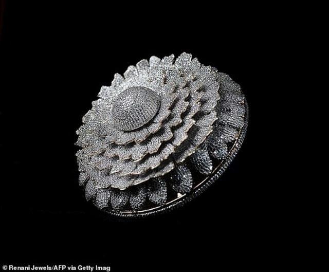 Chiêm ngưỡng chiếc nhẫn xa hoa tột đỉnh đính hơn 12.600 viên kim cương - 2