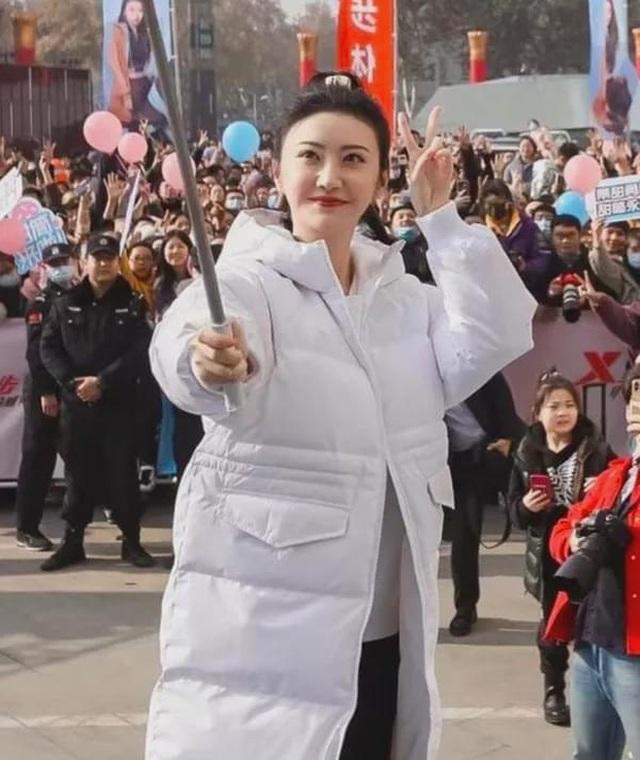 Đệ nhất mỹ nhân Bắc Kinh Cảnh Điềm bị nghi phẫu thuật hỏng