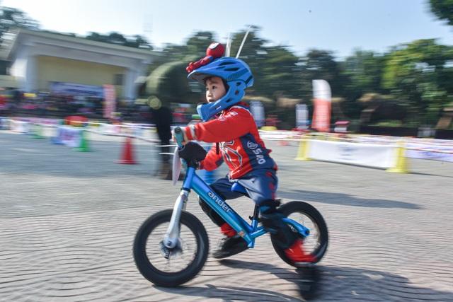Đua xe thăng bằng siêu tốc độ cùng các tay đua nhí - 1