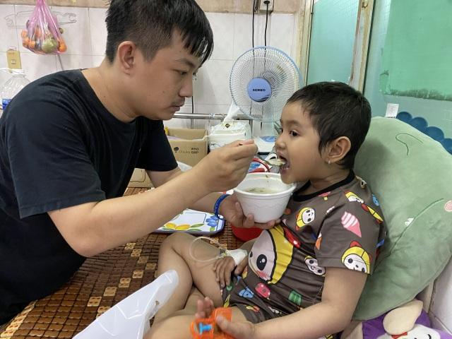 Xót thương bé gái 6 tuổi lần thứ 2 đối mặt tử thần vì bệnh hiểm - 2