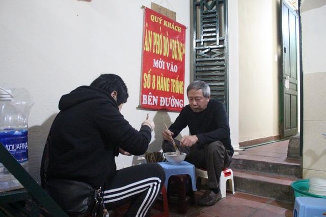 Kỳ lạ phở khổ Hà Nội: Bán trên sân thượng, khách đến ăn gù lưng, mỏi gối - 8
