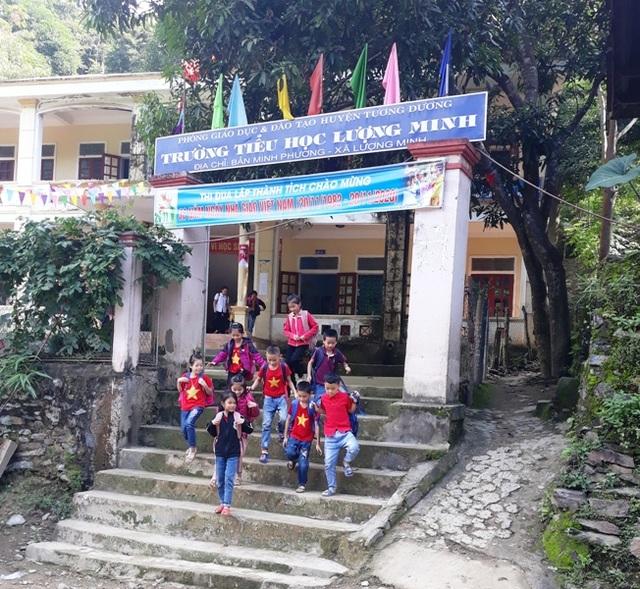 Xót thương hàng trăm học sinh mồ côi sống lay lắt ở miền Tây xứ Nghệ - 1