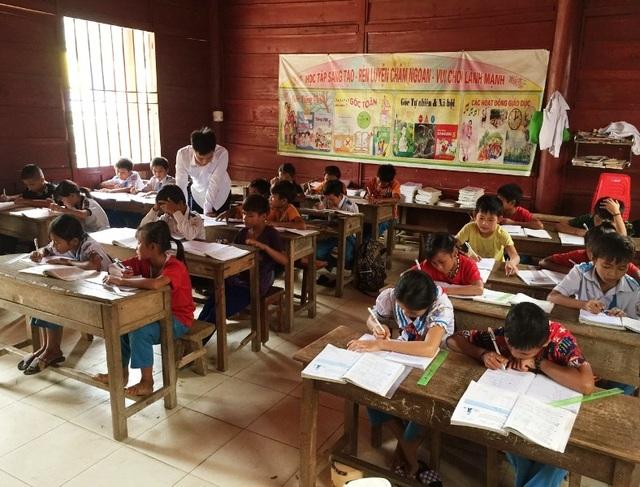 Xót thương hàng trăm học sinh mồ côi sống lay lắt ở miền Tây xứ Nghệ - 6