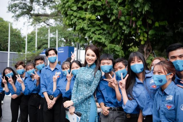 Á hậu Thụy Vân: Nhiều người hỏi tôi về nhan sắc Hoa hậu Đỗ Thị Hà - 2