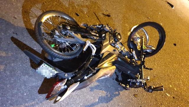 Xe máy tông nhau kinh hoàng, 2 người tử vong - 2