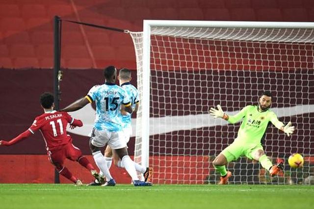 Vùi dập Wolves, Liverpool tiếp tục bám đuổi Tottenham - 1
