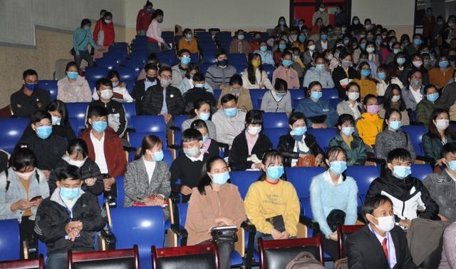 Quảng Nam: Gần 2.700 thí sinh dự kì thi tuyển viên chức giáo viên - 1