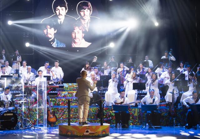 Fan hâm mộ Beatles cuồng nhiệt trong đêm The Beatles Symphony - 1