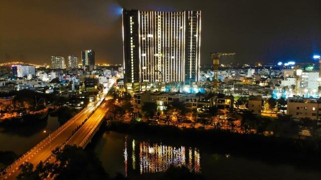 Tòa tháp S1 sáng đèn tại dự án Sunshine City Sài Gòn