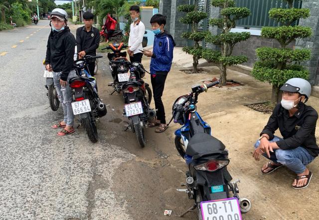 Công an mật phục giải tán 2 nhóm đua xe trái phép ở vùng ven Sài Gòn - 1