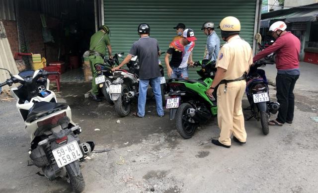 Công an mật phục giải tán 2 nhóm đua xe trái phép ở vùng ven Sài Gòn - 2