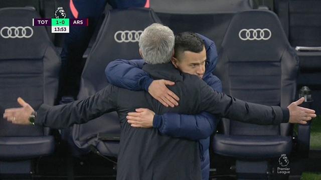 Thanh bảo kiếm sắc lẹm và nghệ thuật tối giản của Mourinho - 1