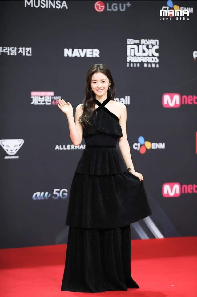 Song Joong Ki tái xuất phong độ, điển trai hơn 1 năm sau khi ly hôn - 13