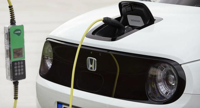 Honda tiến tới dừng sản xuất xe dùng động cơ xăng, dầu - 1