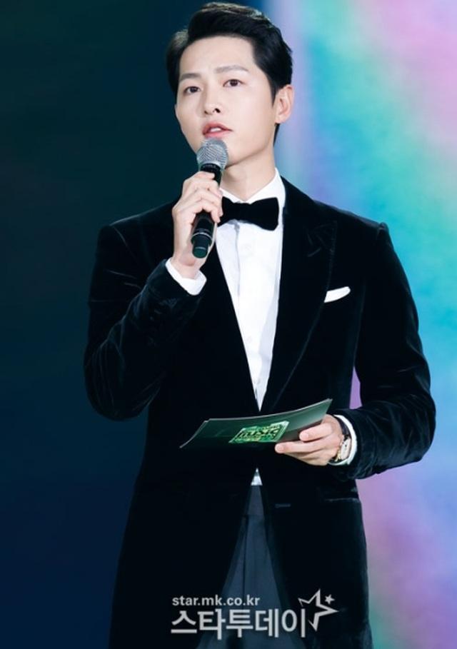 Song Joong Ki tái xuất phong độ, điển trai hơn 1 năm sau khi ly hôn - 2