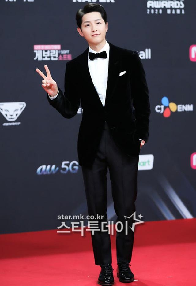 Song Joong Ki tái xuất phong độ, điển trai hơn 1 năm sau khi ly hôn - 3