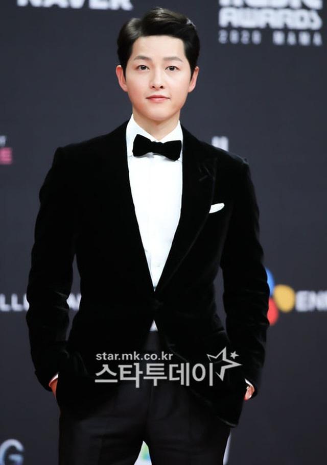 Song Joong Ki tái xuất phong độ, điển trai hơn 1 năm sau khi ly hôn - 1