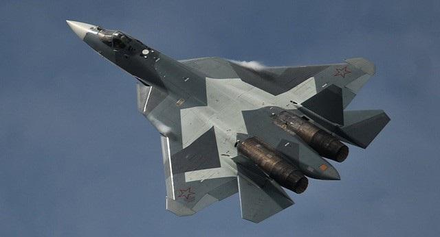 Uy lực đáng gờm của cặp song sát trên không Su-57 và S-70 của Nga - 1