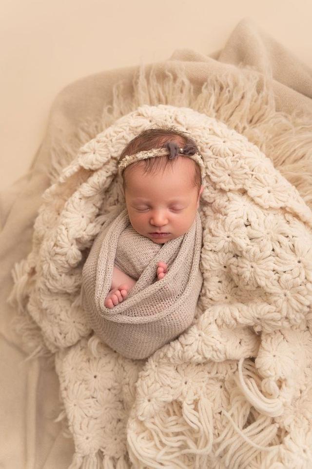 Kỳ diệu em bé ra đời chỉ kém mẹ… 18 tháng tuổi - 1