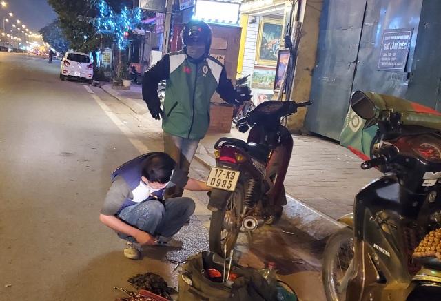 Người lao động mưu sinh trong đêm đông Hà Nội - 5
