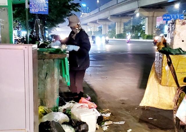 Người lao động mưu sinh trong đêm đông Hà Nội - 2