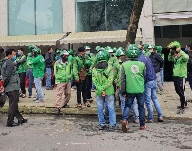 Đà Nẵng: Hàng trăm tài xế Grab vây trụ sở phản đối tăng chiết khấu - 3