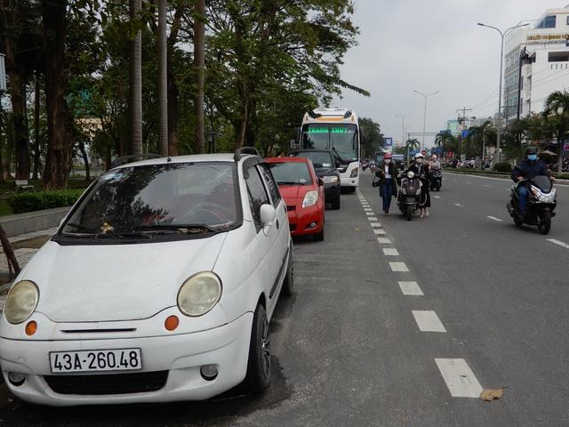 Đại biểu Đà Nẵng đề xuất có chỗ đỗ mới được mua ô tô - 1