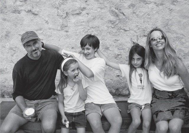 Con gái út xinh đẹp của Steve Jobs khoe ảnh lần đầu làm người mẫu - 2
