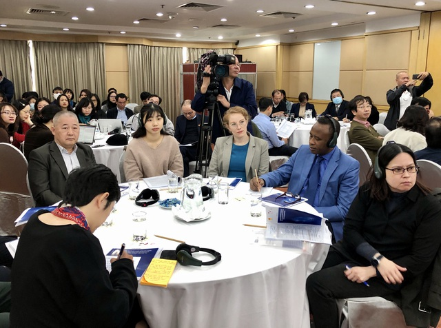 Các chuyên gia về chuyển đổi số và giáo dục trong và ngoài nước tham dự hội thảo.