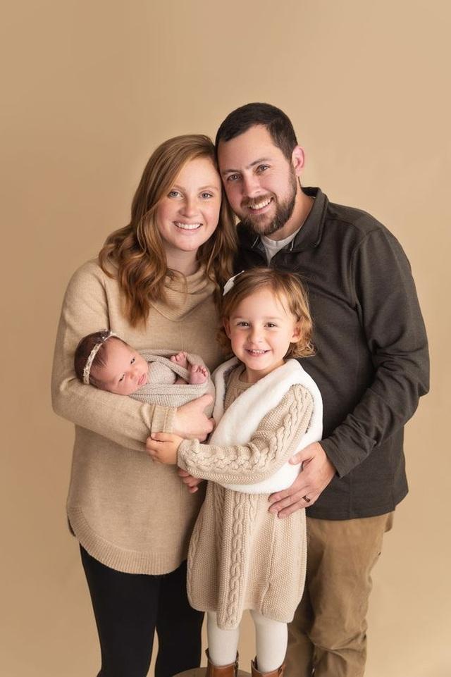 Kỳ diệu em bé ra đời chỉ kém mẹ… 18 tháng tuổi - 2