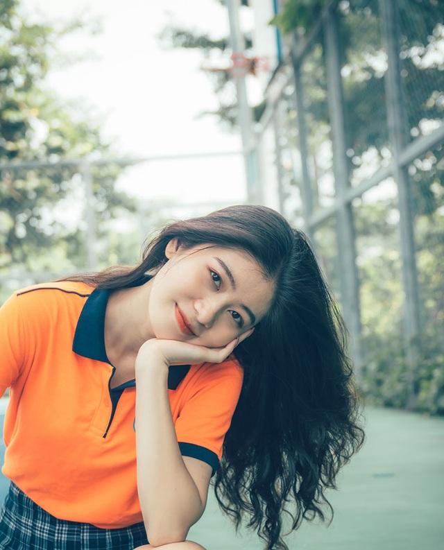 Hot girl đồng phục trường Hutech xinh xắn, cao 1m71 - 1