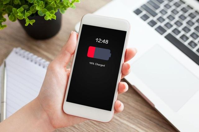 Người dùng iPhone đời cũ tại Việt Nam kêu trời vì lỗi nóng máy, hao pin - 1