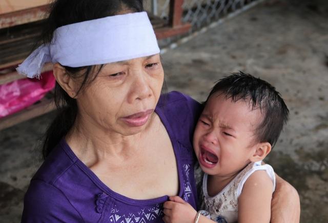 Rớt nước mắt cảnh 2 con thơ mất cha ở cùng bà đói khát trong căn nhà nát - 7