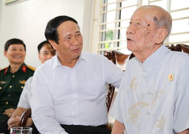 Hải Phòng: Tổ chức tặng quà mừng thọ người cao tuổi - 1