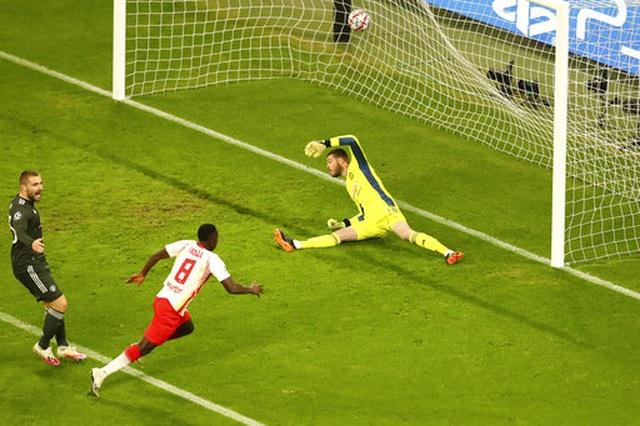 RB Leipzig 3-2 Man Utd: Trái đắng cho Quỷ đỏ - 4