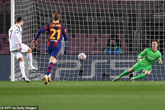 Barcelona 0-3 Juventus: Cú đúp của C.Ronaldo - 1