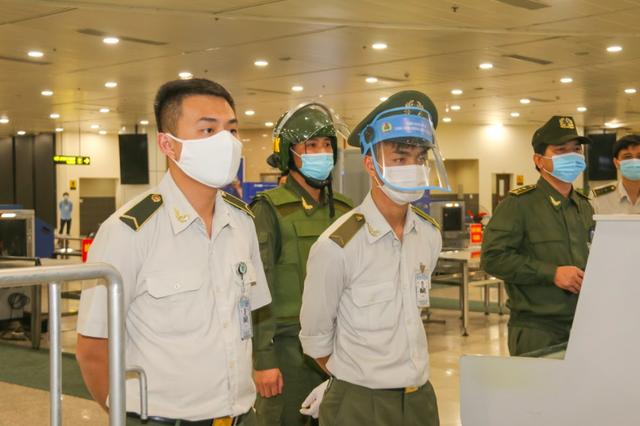 Ứng phó khẩn nguy tình huống nhóm khách gây rối, đập phá sân bay Nội Bài - 1