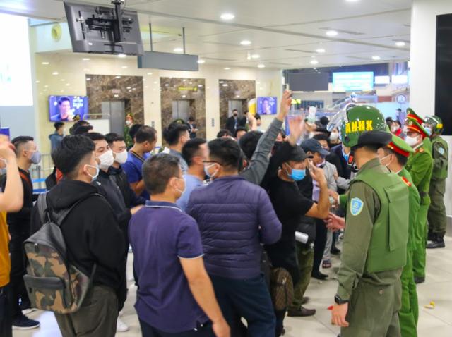 Ứng phó khẩn nguy tình huống nhóm khách gây rối, đập phá sân bay Nội Bài - 6