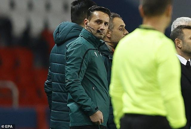 Vì sao trận PSG với Basaksehir bị hủy bỏ sau 16 phút thi đấu? - 2
