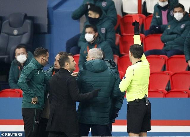 Vì sao trận PSG với Basaksehir bị hủy bỏ sau 16 phút thi đấu? - 3