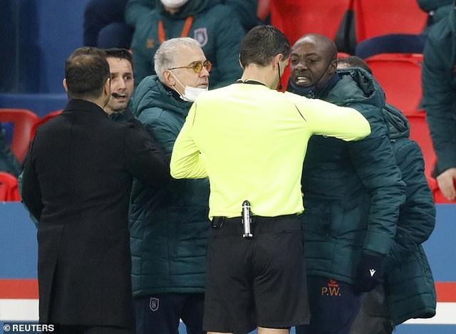 Vì sao trận PSG với Basaksehir bị hủy bỏ sau 16 phút thi đấu? - 1
