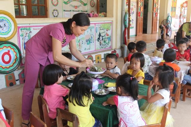 Nghệ An: Cấp bổ sung hơn 6 tỉ đồng hỗ trợ cô nuôi mầm non công lập vùng khó - 1