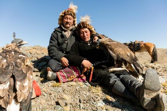 Cuộc sống du mục của những người thợ săn đại bàng - 8