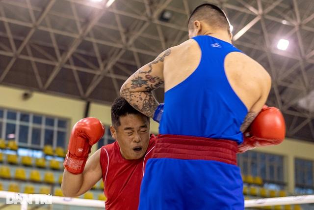 Chỉ 58 giây, quyền vương Trương Đình Hoàng hạ knock-out đối thủ - 2