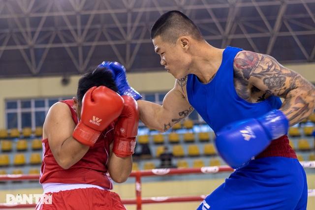 Chỉ 58 giây, quyền vương Trương Đình Hoàng hạ knock-out đối thủ - 3
