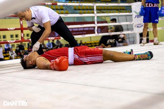 Chỉ 58 giây, quyền vương Trương Đình Hoàng hạ knock-out đối thủ - 7